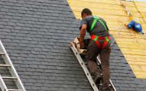 Правила безопасности и средства страховки при ремонте крыши