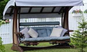 Садовые качели с навесом, стойками для вертикального озеленения и подставками для ног